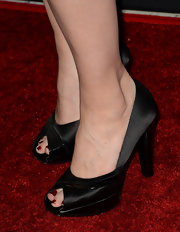 Lea Thompson chose a pair of black satin peep-toe pumps to show off her ruby red pedicure.
