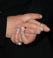 Marta Kaufman showed that cute, glittery nails know no age!