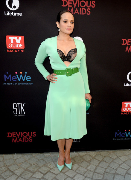 Judy Reyes flashed her lacy bra in a plunging seafoam-green midi dress during the premiere of 'Devious Maids' season 4.