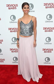 A flowing lavender skirt gave Roselyn a free-spirit look on the red carpet.