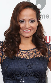 Rich brown waves looked lovely on Judy Reyes!
