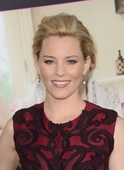 Elizabeth Banks added a whisper of warm rosy pink lip color to her look.