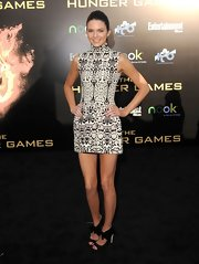 Kendall Jennifer complemented her printed mini dress with black pumps.