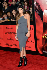 Kylie Jenner was edgy-sexy at the 'Catching Fire' LA premiere in a body-con gray dress with an asymmetrical hem.