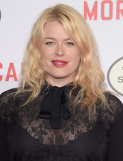 Amanda de Cadenet wore her flaxen hair down with edgy waves during the premiere of 'Mortdecai.'