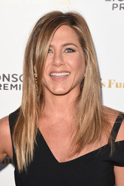 Jennifer Aniston stuck to her usual layered cut when she attended the premiere of 'She's Funny That Way.'