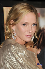 Uma Thurman paired her metallic ensemble with dangling diamond drop earrings.