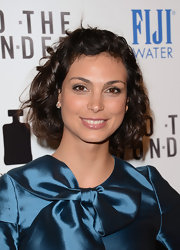 Morena Baccarin chose a simple nude gloss to give her beauty look a natural feel.