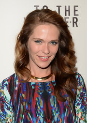 Katie Aselton added a pop of color to her beauty look by swiping a soft teal across her lids.