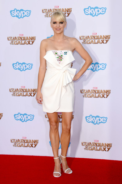 Anna Faris continued the all-white theme with a pair of the ubiquitous Stuart Weitzman Nudist sandals.