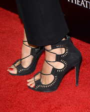 Molly Sims stepped out in ultra-chic strappy black sandals during the premiere of 'Carrie.'