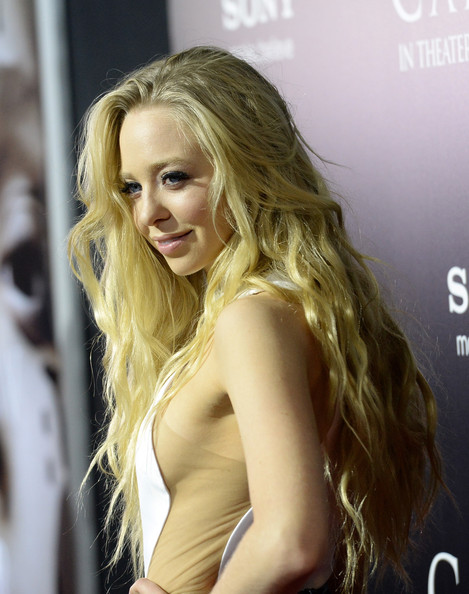 More Pics of Portia Doubleday Long Wavy Cut (1 of 21) - Long Wavy Cut Lookbook - StyleBistro