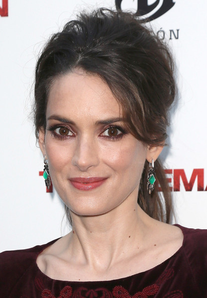 Winona Ryder made this messy ponytail look so glam at the premiere of 'The Iceman.'