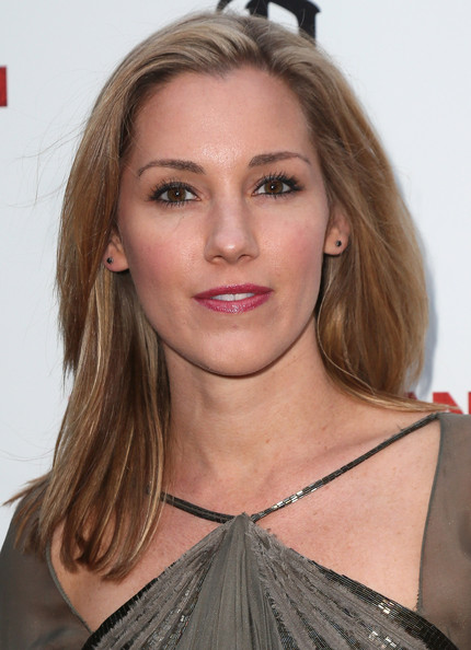 Carly Craig kept it simple with a shoulder-length straight 'do at the 'Iceman' premiere.