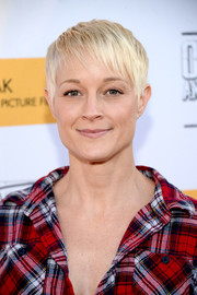 Teri Polo showed off a cool textured pixie at the premiere of 'Outlaws and Angels.'