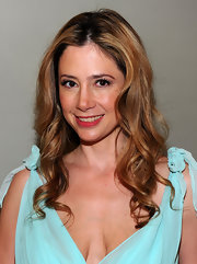 Mira Sorvino looked captivating at the 'Multiple Sarcasms' premiere with her romantic curly 'do.