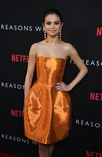 Selena Gomez's electric-blue nail polish totally popped against her orange dress at the premiere of '13 Reasons Why.'