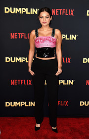 Odeya Rush attended the premiere of 'Dumplin' wearing an edgy pink and black crop-top by Giorgio Armani.