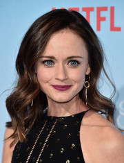 Alexis Bledel looked lovely with her vintage-style waves at the premiere of 'Gilmore Girls: A Year in the Life.'