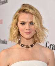 Brooklyn Decker polished off her look with a cute flower choker.