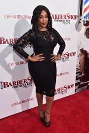 Niecy Nash's little black lace dress was bursting with curves at the premiere of 'Barbershop: The Next Cut'!