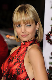Mena Suvari's blond bob with brow-grazing bangs looked adorable at the premiere of 'A Very Harold & Kumar 3D Christmas.'
