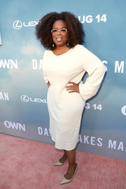 Oprah Winfrey completed her minimalist attire with nude pumps.