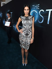 Rebecca Da Costa chose a cool kaleidoscopic print dress for her red carpet look at 'The Host' premiere.