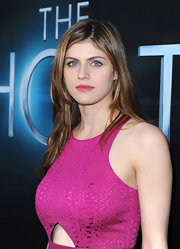 Alexandra Daddario's pink lips complemented the fuchsia-colored dress she sported at 'The Host' premiere.