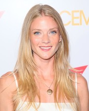 Winter Ave Zoli looked chic with her long layered cut at the premiere of 'Spaceman.'
