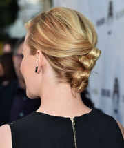 Elizabeth Banks attended the 'Resident Advisors' premiere rocking a row of hair knots.