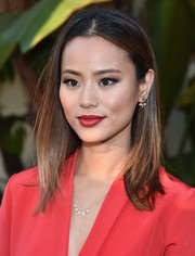 Jamie Chung wore her hair in sleek center-parted layers during the premiere of 'Resident Advisors.'
