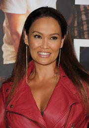 Tia Carrere wore ultra-long gold chain earrings to the premiere of 'Footloose.'