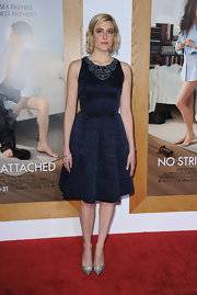 Greta Gerwig donned darling bow-adorned pointy pumps. The ladylike heels were the ideal choice for her full shift dress.
