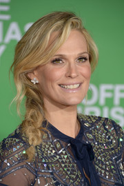 Molly Sims looked absolutely darling wearing this loose side braid at the premiere of 'Office Christmas Party.'