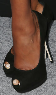 Vivica A. Fox chose a pair of black peep-toe-pumps for her sexy and sophisticated look at the premiere of 'Pain & Gain.'