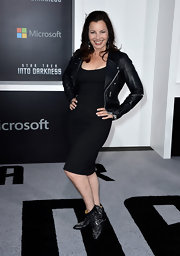 Fran Drescher kept her look monochromatic and cool with a black sheath dress paired with a classic leather jacket.