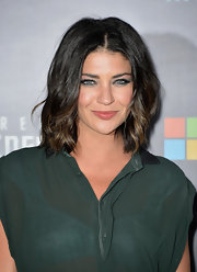 To make her look instantly red carpet ready, Jessica Szohr added loose waves to her chocolate tresses.
