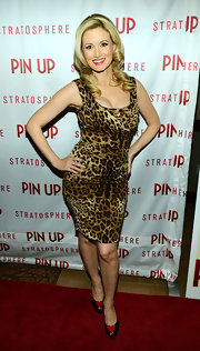 Holly Madison chose this cheetah-print frock to give her a super sexy red carpet look at the premiere of 'Pin Up.'