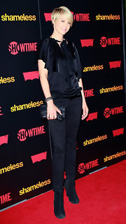 Jenna Elfman accessorized her all-black ensemble with black suede boots.