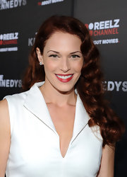 Amanda Righetti styled her lovely red tresses into deep waves for the premiere of 'The Kennedys.'