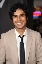 Kunal Nayyar wore a classic narrow black tie to the premiere of 'In Time.'