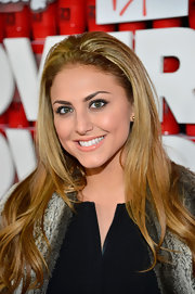 Cassie Scerbo kept her hair natural at the '21 and Over' premiere with only a simple headband to accent it.