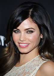 Jenna Dewan-Tatum wore smoky metallic gray eyeshadow and lengthy lashes at the premiere of 'Haywire.'