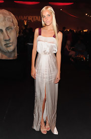 Isabel Lucas wore a sleek silk gown with a high slit and white contrast straps for the 'Immortals' premiere.
