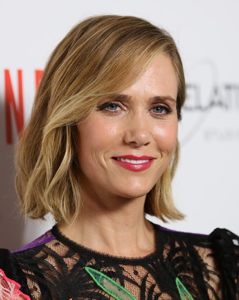 Kristen Wiig wore her hair in a subtly wavy style at the premiere of 'Masterminds.'