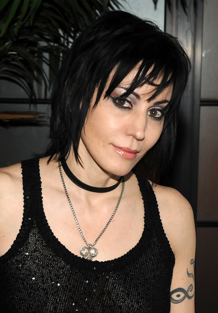 Joan jett 39 s edgy hairstyle haute hairstyles for women for Haute hairie