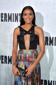 Annie Ilonzeh paired a faceted black clutch by Tyler Ellis with a sexy cutout dress for the premiere of 'Peppermint.'