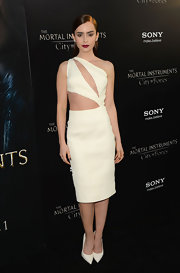 Lily's ivory cutout dress blended sexy cutouts with a classic silhouette for a simply gorgeous look at 'The Mortal Instruments: City of Bones' premiere.