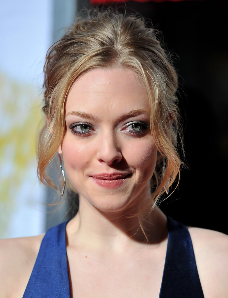 more pics of amanda seyfried messy updo (76 of 81) - messy updo